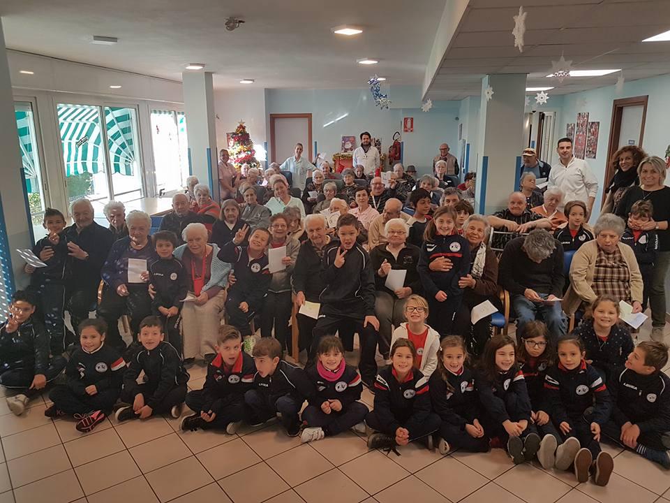 Gli auguri di Natale dei bimbi delle elementari…classi II e III di Sant'Anna