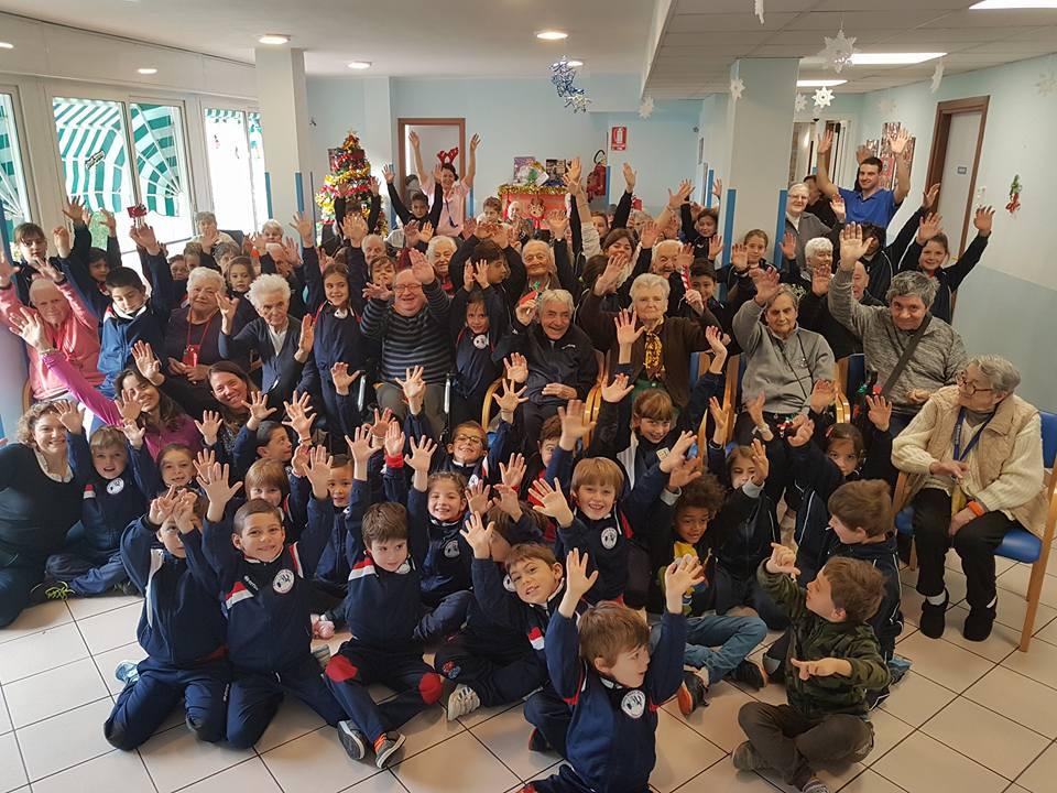 Gli auguri di Natale dei bimbi delle elementari…classi I e IV di Sant'Anna